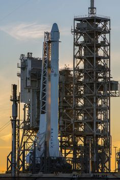 SpaceX Plans to Launch Cargo Mission Saturday Despite Rocket Leak