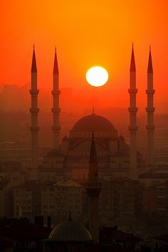 Istanbul Sunset, Turkey. What I would give to go to turkey.