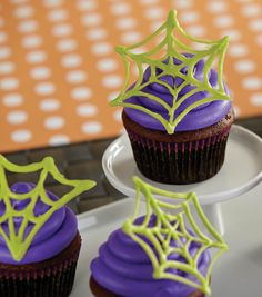 Try this great Halloween dessert project from Wilton on Joann.com! // Candy Web Cupcake // Halloween cupcake // Spider supcake