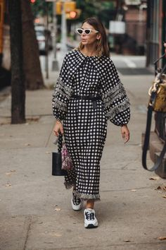 Street Style: New York Fashion Week Primavera Estate 2019 - Vogue. Best Street Style, Street Style Trends, Cool Street Fashion, Street Chic, Look Fashion, Korean Fashion, Mens Fashion, Trendy Outfits, Cool Outfits