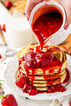 Strawberry Pancake Syrup, Strawberry Syrup Recipes, Strawberry Compote, Strawberry Topping, Cheesecake Pancakes, Cheesecake Recipes, Delicious Desserts, Yummy Food, Fun Desserts