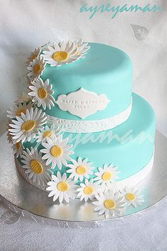 Tiffany's Blue Birthday Cake with hydrangeas instead of daisy's. Can you put an 80 on the top in fondant? Blue Birthday Cakes, 70th Birthday Cake, Happy Birthday Cakes For Women, 19th Birthday, Daisy Cakes, Blue Cakes, Pretty Cakes, Beautiful Cakes, Amazing Cakes