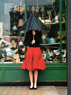 photo de mode UK : Tim Walker, pluie, parapluie, boutique, commerce