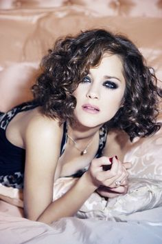 Marion Cotillard - I wish my hair looked like THIS when bobbed!