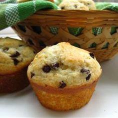 Muffin Grundrezept - kann mit Beeren, Schokotropfen, Rosinen verfeinert werden http://de.allrecipes.com/rezept/658/muffin-grundrezept-f-r-experimentierfreudige.aspx