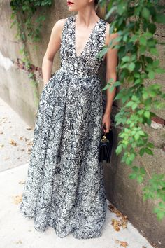 Black And White Scribble Print Maxi Dress by Atlantic - Pacific Cozy Winter Outfits, Summer Outfits, Summer Fashions, Pretty Outfits, Pretty Dresses, Stuart Weitzman, Prada, Fancy Gowns, Sweet Dress