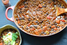 Black Bean and Lentil Chili: smokey, spicy and topped with lots of avocado, shredded cheese, cilantro and a bit of lime. - Black Bean and Lentil Chili Chili Recipes, Vegetarian Recipes, Healthy Recipes, Delicious Recipes, Lentil Chili Recipe, Vegan Vegetarian, Lentil Recipes, Vegan Black Bean Chili Recipe, Vegan 3 Bean Chili