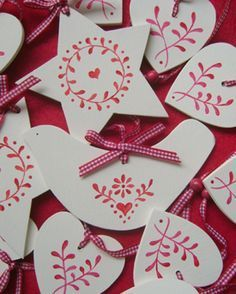 I want to make these but on a thin slice of a tree branch (Diy Ornaments Country) Norway Christmas, Norwegian Christmas, Christmas Makes, Noel Christmas, All Things Christmas, Handmade Christmas, Christmas Candles, Modern Christmas, Google Christmas