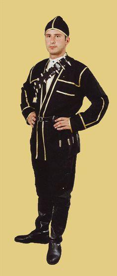 Artvin-Kabalak,ceket,gömlek,kilot pantolon,sallama kemer,topuklu çizme aksesuar: fiseklik istege bagli