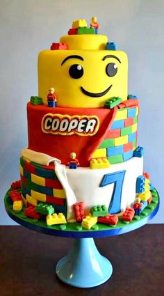A LEGO Man Head Cake with Solid Chocolate Lego Blocks. Many other LEGO inspirational ideas for Birthday Parties. Lego Themed Party, Lego Birthday Party, Cake Birthday, Themed Parties, 5th Birthday, Birthday Ideas, Lego Parties, Lego Torte, Crazy Cakes