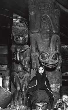 Frog Pole (Tlingit) by Hastiin Tilden, via Flickr