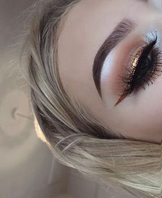 Three Essential Make Up Tips: Eyeliner Glam Makeup, Kiss Makeup, Cute Makeup, Pretty Makeup, Makeup Inspo, Hair Makeup, Makeup Style, Eyeliner Makeup, Winged Eyeliner
