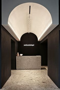 A showroom that brings the architecture of Turkish baths to .-A showroom that brings the architecture of Turkish baths to Milan A showroom that brings the architecture of Turkish baths to Milan – News – Frameweb - Lobby Interior, Retail Interior, Interior Architecture, Modern Interior, Showroom Interior Design, Building Architecture, Classical Architecture, Ancient Architecture, Sustainable Architecture