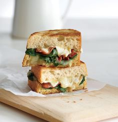 Grilled cheese lovers, rejoice! This garlicky sandwich combines cheese, bacon and greens for the most satisfying 300 calories you can chomp into.
