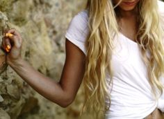 love the tanned skin, love the neon orange nails, love the plain white t, and love the beachy waves. !