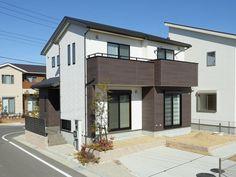現地外観写真 Japanese Homes, Modern House Facades, Facade House, House Plans, Exterior, House Design, Mansions, Architecture, House Styles