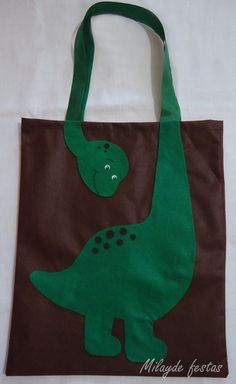 Ecobag dinossauro                                                                                                                                                      Mais Sacs Tote Bags, Sewing Crafts, Sewing Projects, Library Bag, Dinosaur Birthday, Dinosaur Party, Patchwork Bags, Denim Bag, Kids Bags