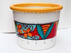 cajas de te pintadas - Buscar con Google Painted Pots, Diy Planters, Coffee Cans, Flower Pots, Decoupage, Mosaic, Pottery, Canning, Santa Fe