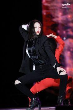 Park Sooyoung never skips leg day Seulgi, Park Sooyoung, Red Velet, Red Velvet Joy, Velvet Style, Stage Outfits, Pop Fashion, South Korean Girls, Kpop Girls