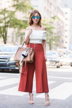 Pin de evelyn cheung en my style - inspiration fashion, pants y fashion out Chic Outfits, Summer Outfits, Fashion Outfits, Fashion Trends, Fashion Pants, Look Fashion, Girl Fashion, Womens Fashion, Look Chic