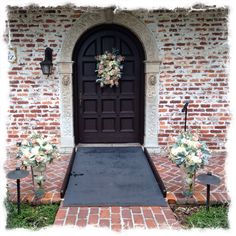 Wedding ceremony design by Lana with Fairbanks florist.net at the beautiful historical Casa Feliz home