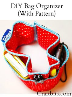 DIY Bag Organizer by craftbits (shellie wilson) in sewing patterns for bags, purses and clutch published: June 2012 Sewing Hacks, Sewing Tutorials, Sewing Crafts, Sewing Projects, Bag Tutorials, Diy Bag Organiser, Purse Organization, Diy Bag Organizer Insert, Purse Organizer Pattern