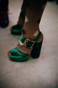 Green crushed velvet buckle shoes backstage at Prada. Again beautiful shoes but get rid of the socks. Winter Trends 2016, Fall 2016, Look Fashion, Fashion Shoes, Fashion Outfits, Street Fashion, Crazy Shoes, Me Too Shoes, Open Boot