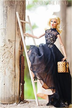 Fashion Dolls ◉◡◉  Who ever set up this photo for the fashion doll must have been on Jack Slep's moonshine, ha ha