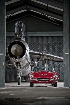 Jaguar E-Type and English Electric Lightning, shot 2011 at Bruntingthorpe airfield pic.twitter.com/lOjAnzSi8D - courtesy @James Barnes Barnes Lipman