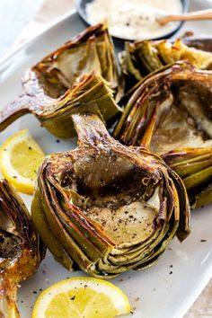 Recipes Snacks Appetizers Roasted artichokes are a stunning appetizer! This technique develops deep caramelized flavors in the artichoke heart and the meaty leaves. Side Dish Recipes, Vegetable Recipes, Gourmet Recipes, Appetizer Recipes, Vegetarian Recipes, Cooking Recipes, Healthy Recipes, Vegetarian Appetizers, Artichoke Recipes