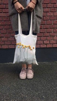 Trendy Embroidery Bag Free Crochet Source by Neubaue. - Trendy Embroidery Bag Free Crochet Source by NeubauerAnna Embroidery Stitches, Hand Embroidery, Embroidery Designs, Diy Embroidery Bags, Diy Broderie, Diy Kleidung, Diy Tote Bag, Tote Bags, Cotton Bag