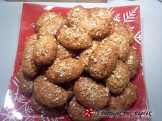 Great recipe for Melomakarona by Parliaros. Parliaros' amazing melomakarona (Christmas honey cookies with walnuts)! Recipe by olgakimam Greek Sweets, Greek Desserts, Greek Recipes, Fun Desserts, Xmas Food, Christmas Sweets, Christmas Baking, Christmas Ideas, Greek Cake