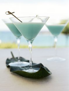Blue Hawaiian: 80 ml Havana Club white rum, 80 ml blue curaçao, 80 ml coconut cream, 180 ml pineapple juice 12 ice cubes. Place all ingredients in a cocktail shaker and shake well, then strain mixture into chilled martini glasses and serve immediately. Cocktail Drinks, Fun Drinks, Yummy Drinks, Alcoholic Drinks, Beverages, Havana Club, Blue Hawaiian, Hawaiian Luau, Blue Curacao