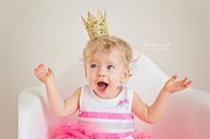 Crown | Illinois Child photographer | Broderick Photography| fun child poses