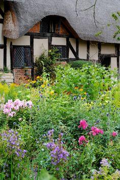 Anne Hathaway's Cottage - Stratford-Upon Avon