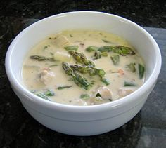 // chicken asparagus chowder Nix the flour in favor of coconut flour or maybe arrowroot. If you are avoiding heavy cream then sub in coconut milk. I'd also nix the potato and throw in some carrots or maybe squash for good measure. Asparagus Casserole, Chicken Asparagus, Chicken Casserole, Steamed Asparagus, Asparagus Fern, Chicken Chowder, Chowder Soup, Chowder Recipe, Chicken Flavors