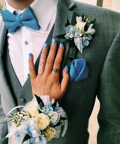 Top 30 Prom Corsage and Boutonniere Set Ideas for 2020 - Page 2 of 2 - Show Me Your Dress Blue Corsage, Prom Corsage And Boutonniere, Groom Boutonniere, Corsages, Sunflower Corsage, Prom Pictures Couples, Homecoming Pictures, Prom Couples, Teen Couples