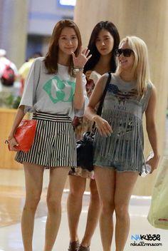 http://okpopgirls.rebzombie.com/wp-content/uploads/2013/06/SNSD-Yoona-airport-fashion-June-23-2.jpg