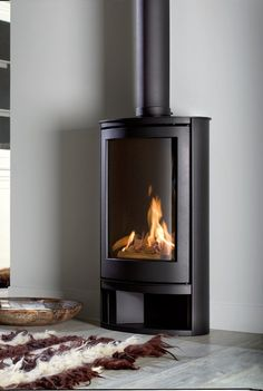 The Wanders Solea Elegance Natural Gas Stove Gas Fire Stove, Gas Stove Fireplace, Corner Gas Fireplace, Cabin Fireplace, Pellet Stove, Gas Fireplaces, Fireplace Ideas, Contemporary Gas Fires, Contemporary Gas Fireplace