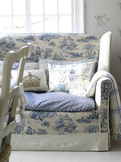 toile couch slipcover  #colorofthemonth #cerulean