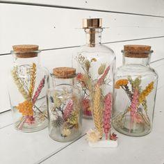 Vintage Flower Arrangements, Pastel House, Christmas Feeling, Diy Crafts To Do, Diy Plant Stand, Pressed Flower Art, The Bell Jar, Dried Flowers, Flower Decorations