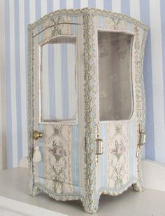"Charming Vintage Miniature 15"" French Silk Brocade Sedan Chair for Doll Display 
