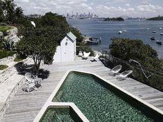 Harbour front residence in Sidney, by Hess Hoen