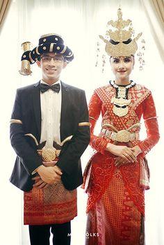 Upacara Horja ala Zizi dan Arga - IMG_8070 Traditional Wedding Dresses, Traditional Outfits, Indonesian Wedding, Costumes Around The World, Bridal Wedding Dresses, Diy Wedding, Wedding Ideas, Fantasy Wedding, Wedding Preparation