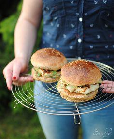 """Beim Blogevent """"it's BBQ time"""" geht es um Rezepte vom Grill! Ich entschied mich für einen Halloumi Burger mit Grillgemüse!"""