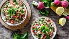 Jarný quinoa šalát s reďkovkami a mätou Quinoa, Starters, Cobb Salad, Salsa, Ethnic Recipes, Food, Essen, Salsa Music, Meals