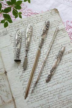 Classy and ornate letter writing tools. Vintage Stil, Vintage Silver, Antique Silver, Jugendstil Design, Photo Deco, Old Letters, Handwritten Letters, Dip Pen, Vintage Lettering