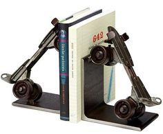 vintage-roller-skate-bookends-uncommon-goods.png