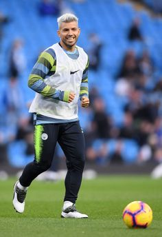 Sergio Aguero of Manchester City warms up prior to the Premier League match between Manchester City and Manchester United at Etihad Stadium on November 2018 in Manchester, United Kingdom. Get premium, high resolution news photos at Getty Images Best Football Players, Football Boys, Soccer Players, Premier League Logo, Premier League Matches, Manchester City Wallpaper, Sergio Aguero, Manchester England, Manchester United