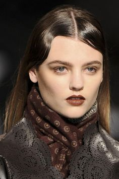 partial finger waves and an autumnal lip at etro
